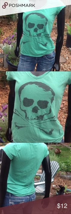 Skull and crossbones tee shirt size M Skull and crossbones teeshirt size m . Ready to wear Tops Tees - Short Sleeve