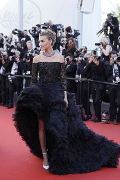 7c2f403a787f 11 Best Red carpet looks images