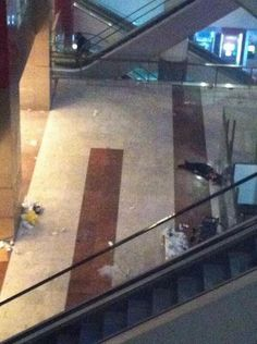 Twitter / Ammash247: Kızılay AVM'de cansız bedenin ...