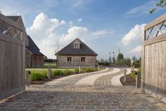 Elbeko | Realisaties | Villabouw op maat Brick Driveway, Driveway Design, Driveway Landscaping, Belgian Style, Garden Steps, Mansions Homes, Outside Living, Types Of Houses, Cool House Designs