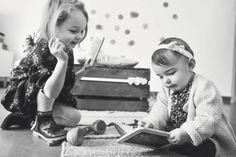 #photographie #photography #famille #soeur #decor #deco #vintage #domicile #manon #debeurme #photographe #photographer Manon, Decoration, Chair, Vintage, Photography, Decor, Decorations, Stool, Vintage Comics