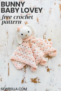 This crochet snuggly bunny baby lovey is made from super soft and texture rich yarn that is perfect for cuddling. The free pattern is super easy to make for a quick baby shower gift! Crochet Snuggle Bunny Baby Lovey - free pattern Sewrella · free c Diy Baby Gifts, Baby Girl Gifts, Baby Crafts, Boy Gifts, Baby Girl Crochet, Crochet Bunny, Crochet Gifts, Crochet Toys, Kids Crochet