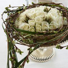 Table Decoration white roses - Interflora