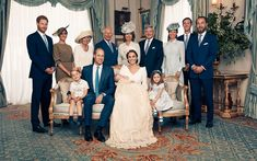 The photo celebrating the little Cambridge were taken at Clarence House by celebrity photographer Matt Holyoak. See Prince William, Kate Middleton, Prince George, Princess Charlotte and more. Carole Middleton, Kate Middleton Family, James Middleton, Kate Und William, Prince William Et Kate, Prince Harry Et Meghan, Prince Charles, Prince Philip, Prince Georges