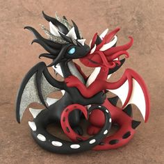 About hours to sale time! This has to be my favorite cake topper, they just . Polymer Clay Dragon, Polymer Clay Kawaii, Polymer Clay Figures, Polymer Clay Animals, Polymer Clay Projects, Polymer Clay Creations, Polymer Clay Art, Instruções Origami, Crea Fimo