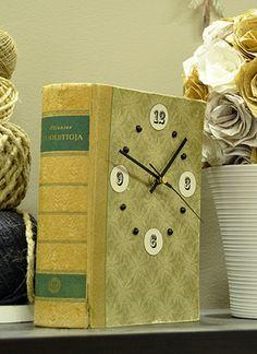 Kello vanhasta kirjasta, kierrätys, askarteluidea, Tuulia design