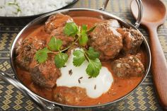 Indian meatballs or kofta in tomato sauce with yogurt, coriander and cumin. Indian Beef Recipes, Ethnic Recipes, Kofta Curry Recipe, Yogurt, Desi Food, Albondigas, Turkey Meatballs, Food And Drink, Cooking Recipes