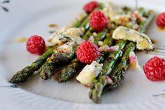 Charlottes Køkken: Grillede asparges med Høgelund og hindbær