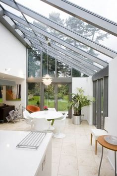 Image 25 - Find out more about Apropos' bespoke glass and aluminium structures in this months issue of Homebuilding and Renovating which features this industrialised lean-to conservatory by Apropos. Kitchen Extension Glass Roof, Kitchen Diner Extension, Glass Extension, Extension Ideas, Glass Kitchen, Orangery Extension Kitchen, Conservatory Extension, Rear Extension, Gazebos