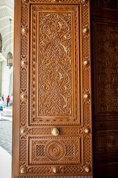 The Grand Mosque, Muscat, Oman Home Door Design, Wooden Main Door Design, Door Gate Design, Door Design Interior, Wooden Gates, Wooden Doors, Traditional Front Doors, Islamic Decor, Wrought Iron Gates