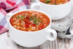 Une bonne soupe au chou et aux tomates, toujours réconfortant. C'est Bon, Cheeseburger Chowder, Curry, Ethnic Recipes, Food, Life, Recipes, Sprouts, Bay Leaves