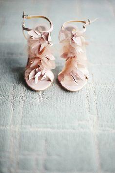 roze veren schoenen
