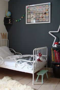 "Idée peinture : wall color - Farrow & Ball ""Down Pipe"" Farrow Ball, Farrow And Ball Paint, Gray Bedroom, Kids Bedroom, Bedroom Ideas, Lego Bedroom, Wall Colors, Paint Colors, Decorate Lampshade"
