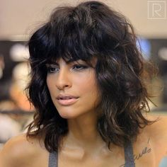Top 23 Long Curly Hair Ideas of 2019 - Style My Hairs Curly Hair With Bangs, Long Curly Hair, Wavy Hair, Curly Girl, Medium Hair Cuts, Medium Hair Styles, Curly Hair Styles, Corte Y Color, Hair Affair