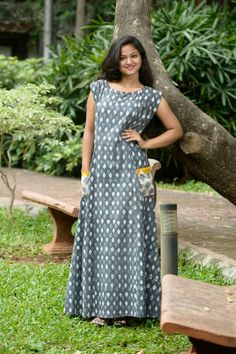 Gray Printed Long Kurti with Contrast Patch Pocket Frock Fashion, Skirt Fashion, Fashion Outfits, Women's Fashion, Kurta Designs Women, Blouse Designs, Floral Designs, Night Dress For Women, Indian Designer Wear