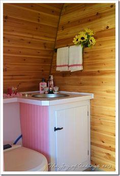1972 Frolic Camper Bathroom Restoration - After Retro Caravan, Retro Campers, Vintage Campers, Happy Campers, Vintage Caravans, Vintage Travel Trailers, Shabby Chic Campers, Camper Bathroom, Camper Renovation