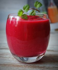 The nutritious & delicious way of losing fat is by including smoothies. Shed your excess belly fat by just sipping in these weight loss smoothies. Here are best smoothie recipes for you. Healthy Juice Recipes, Healthy Juices, Healthy Smoothies, Healthy Drinks, Smoothie Recipes, Healthy Eating, Detox Recipes, Healthy Food, Beetroot Juice Benefits