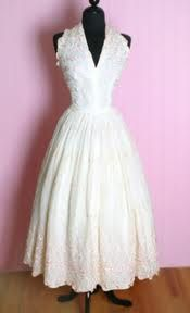 1950's Wedding Dress with v neck  ...how wrong is it to pin wedding dresses..and not even dating....hahaha