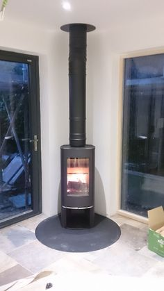Kernow Fires Scan 45 mini on a circular steel hearth wood burning stove installation in Cornwall. Kernow Fires Scan 45 mini on a circular steel hearth wood burning stove installation in Cornwall. House Styles, Fireplace Remodel, Kitchen Diner Extension, House Design, Fireplace Tile, Family Room, Home, House Extension Design, Wood Burning Stove Corner