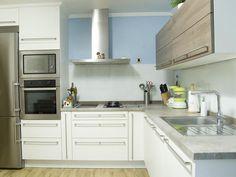 Дизайн кухни в стиле хай-тек - фото угловых интерьеров