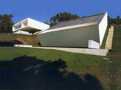Duas Casas situadas na Quinta de Anquião. Eduardo Souto de Moura. Ponte de Lima, Distrito de Viana do Castelo, Portugal. 2001-2002.