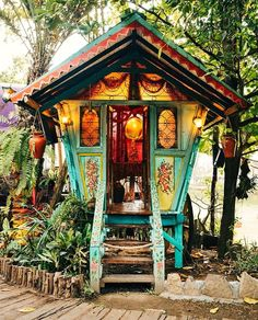 Who doesn't want to live in such a cute little hippie home!