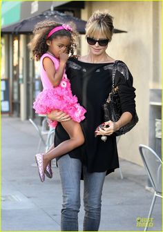Heidi Klum gets lunch with her daughter Lou on November 9, 2013