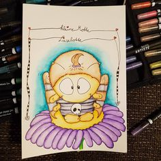 (Freiwillige Werbung durch Accountnennung)  Mein dritter Beitrag zu der #animalswithflowers #challange von @pikkablue, @larakraft, @eineckig und @sturmhimmelgrau. Das ist die kleine #Motte #Lieselotte. #animalswithflowers #thingswithflowers #aquarellstifte #docrafts #hobby #dicketiere #danilinsi #zeichnen #malen #skully #skulls #skullflower #zeitfuermich #mittagspause Artist Pens, Instagram, Diy, Shawl, Angel, Moth, Lunch Bags, Volunteers, Hobbies