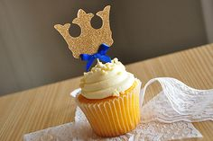 Crown Cupcake Toppers ships in 1-3 business por ConfettiMommaParty