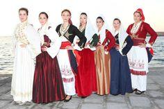 Φορεσιές της Κρήτης Folk Costume, Costumes, Greek Traditional Dress, Bridesmaid Dresses, Wedding Dresses, Crete, Beautiful People, Women, Fashion