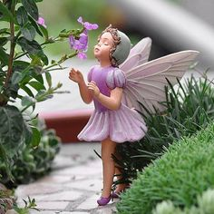 ~ The Lilac Fairy ~ Cicely Mary Barker Fairy Ornament / Figurine Series XXI Add an Accent Fairy Garden Supplies, My Fairy Garden, Fairy Art, Garden Art, Garden Plants, Cicely Mary Barker, Elfen Fantasy, Fairy Figurines, Collectible Figurines