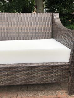 {+ Tips to Make Your Own! Outdoor Chair Cushions Diy, Outside Cushions, Outdoor Furniture Covers, Outdoor Cushion Covers, Outside Furniture, Cushions To Make, Slipcovers For Chairs, Pallet Furniture, Outdoor Chairs