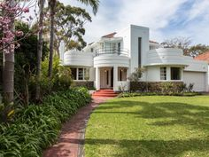 On the market: Oswald Chisolm-designed Chisolm House art deco property in Dalkeith, Western Australia - WowHaus Casa Art Deco, Art Deco Decor, Art Deco Home, Art Deco Design, Home Art, Decoration, Bauhaus Architecture, Amazing Architecture, Architecture Design