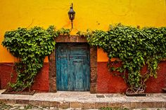San Miguel de Allende, Mexico by Discovering Ice, via Flickr