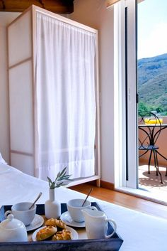 Enjoy your delicious on the balcony or in bed in the hospitable Nature House in Chania town! Crete Holiday, Restoration Hardware Bedding, Jacuzzi Outdoor, Breakfast In Bed, Breakfast Photo, Morning Breakfast, House In Nature, Natural Bedding, Bed Duvet Covers