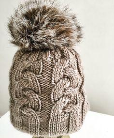 78 meilleures images du tableau Bonnet pompons femme   Crocheted ... 56f99e1d514