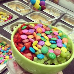 O melhor açaí com frutas e chocolate! ❤️ Don Açaí na tigela com #morango #kiwi e #disquete  Só aqui! Rua Minas Gerais, 314 (Próximo à Igreja Matriz)