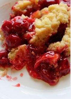 Crock Pot Cherry Dump Cake ~an inside version of a Girl Scout camp favorite. : Sarah McLaughlin-Reed Crock Pot Slow Cooker, Slow Cooker Recipes, Crockpot Recipes, Cooking Recipes, Crockpot Dishes, Cooking Ideas, Slow Cooking, Pressure Cooking, Dump Cake Recipes