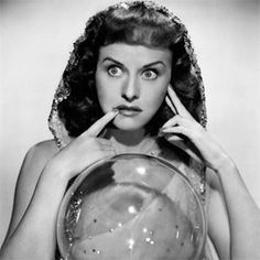 1943 Paulette Goddard--The Crystal Ball--decaying hollywood mansion's Paulette Goddard, Classic Hollywood, Old Hollywood, Hollywood Glamour, Old Photos, Vintage Photos, Vintage Bangs, Ghost In The Machine, Fade Out