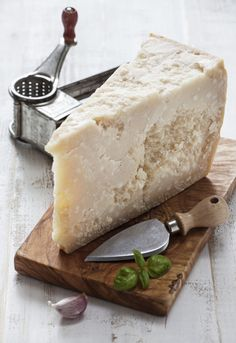 Fromage Cheese, Queso Cheese, Meat And Cheese, Wine Cheese, Cheese Bar, Antipasto, Gourmet Cheese, Cheese Shop, Cheese Trays