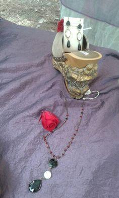 Collana con lavorazione a rosario e ciondolo