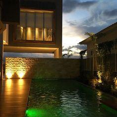 Um excelente descanso a todos!!!! Arquitetura, interiores, paisagismo e Iluminação por #pavesiarquitetura! #irmaospavesi #equipepavesiarquitetura #homestyle #homedesign #arquitetura #architecture #light #lightdesign #luz #casas #instaarch