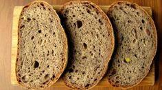 Pan de olivas y olivada