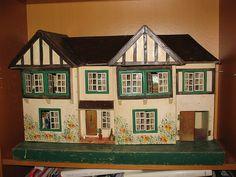 Triang Doll House. .....Rick Maccione-Dollhouse Builder www.dollhousemansions.com