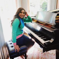"""What song should I learn? Mindy Kaling, Piano, Music Instruments, Songs, Celebrities, Beautiful, Chocolate, Twitter, Celebs"