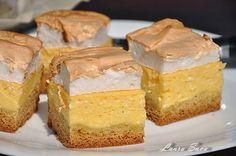 Dedic aceasta prajitura rapida cu branza dulce socrelei Nuti :P, caci de la ea o am.Dar si voua, bineinteles :) E absolut delicioasa, deci trebuie neaparat s-o incercati!!! Ingrediente: Blat: - 100...