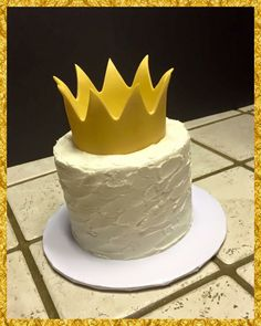 "A ""Where the Wild Things Are"" crown smash cake"