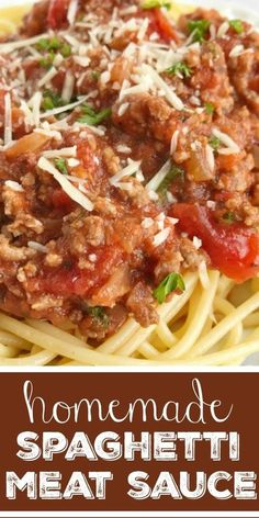 Ditch the canned spaghetti sauce for this flavorful, beefy, homemade spaghetti meat sauce. Takes a few minutes to prepare and let it simmer on the stove. Spagetti And Meat Sauce, Sauce Pasta, Homemade Spaghetti Meat Sauce, Mushroom Spaghetti Sauce, Low Sodium Spaghetti Sauce, Spaghetti Sauce Easy, Meat Sauce Recipes, Pasta Recipes, Beef Recipes