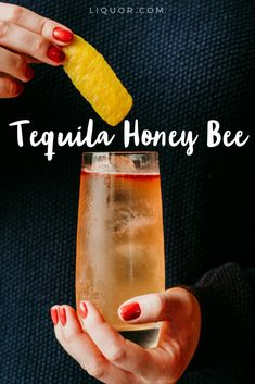 Tequila Honey Bee Using honey and tequila, this cocktail is perfect for a sweet afternoon drink. Serve it at your next party and impress your guests. Tequila Drinks, Fruity Cocktails, Bar Drinks, Non Alcoholic Drinks, Cocktail Drinks, Cocktail Recipes, Mezcal Cocktails, Fancy Drinks, Detox Drinks