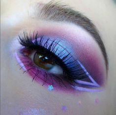 We're loving this purple passion eye look by @kaynadianbeauty featuring our #Ardell 386 lashes!